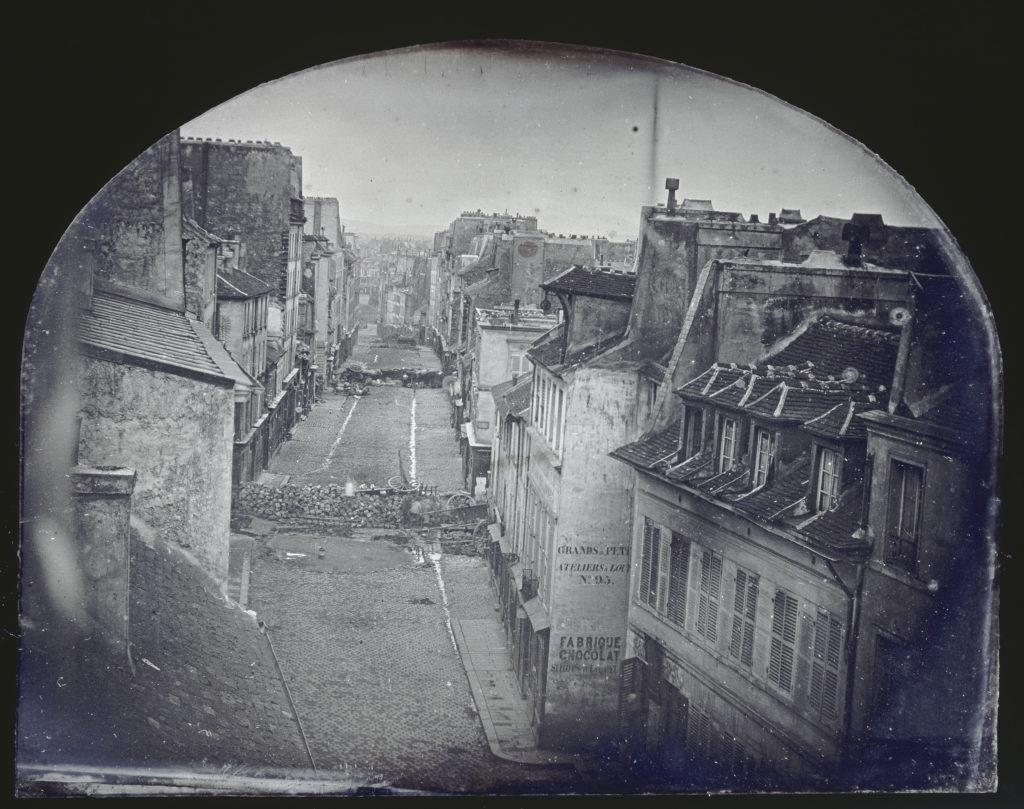 La barricade de la rue Saint-Maur-Popincourt avant l'attaque par les troupes du général Lamoricière